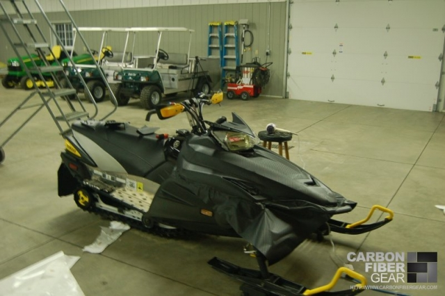 2006 Yamaha Nytro ER snowmobile with 3M carbon fiber DI-NOC vinyl