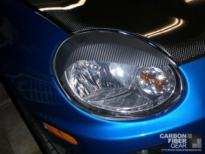 Dodge Neon SRT4 roof with carbon fiber DI-NOC on the headlight